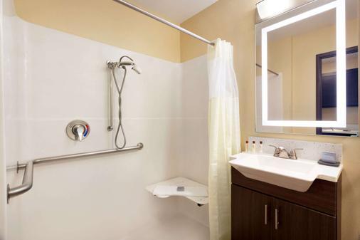 Hawthorn Suites by Wyndham St. Robert/Ft. Leonard Wood - St Robert - Bathroom