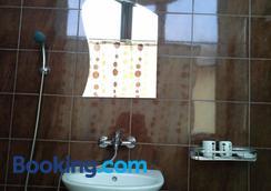 The White House - Karlovo - Bathroom