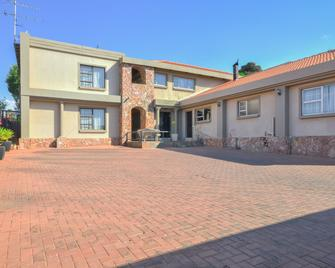 Jewel Of Jozi Guesthouse - Edenvale - Building