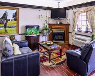 Econo Lodge Inn & Suites - Shelbyville - Obývací pokoj