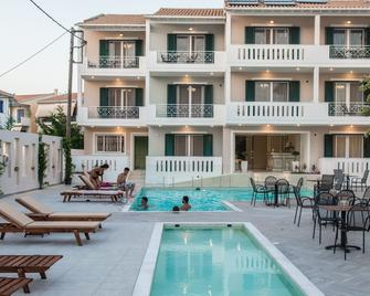 Lefkadio Suites - Lefkáda - Pool