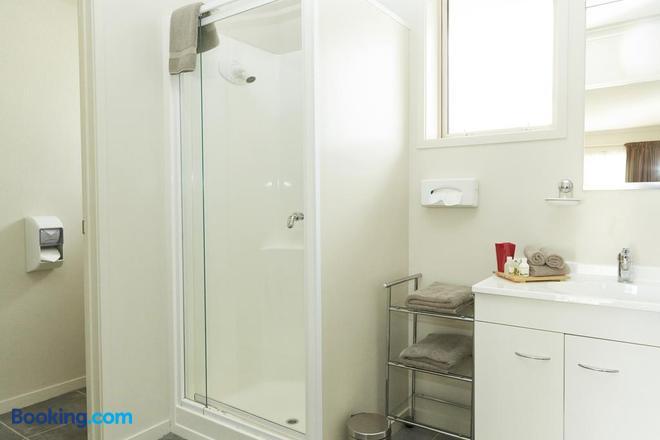 Admiral Court Motel & Apartments - Invercargill - Bathroom