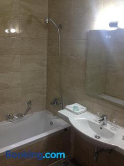 Grand Harbour Hotel - Valletta - Bathroom