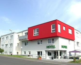 Hotel Beuss - Oberursel - Gebouw