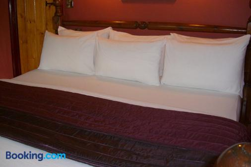 Ash Farm Country Guest House - Altrincham - Bedroom
