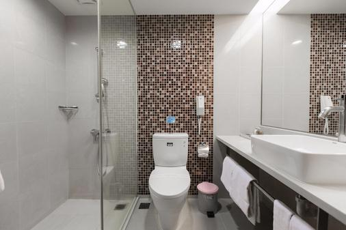 Jen Dow International Hotel - Kaohsiung - Bathroom