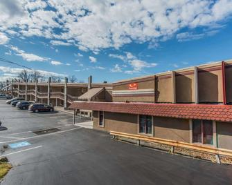 Econo Lodge - Hermitage - Building