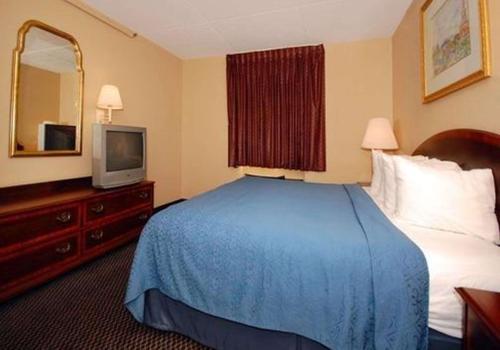 16 Best Hotels in Waterloo, Iowa  Hotels from $39/night - KAYAK