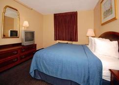 Econo Lodge Inn and Suites Waterloo - Waterloo - Bedroom