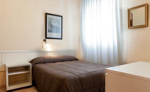 Hostal America - Madrid - Bedroom