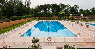Hotel Regio - Thị trấn Salamanca - Bể bơi