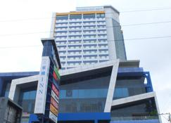 Toyoko Inn Cebu - Mandaue City - Building