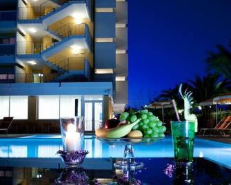 Hotel Belvedere - Martinsicuro - Piscina