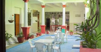 Hostal Maranatha - Santa Marta - Patio