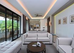 Tinidee Golf Resort Phuket - Kathu - Living room