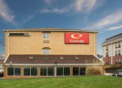 Econo Lodge - Kent - Building