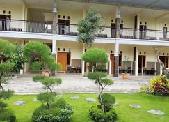 Ebony Guest House - Probolinggo - Building