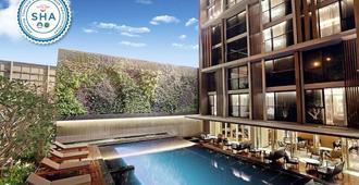 Arcadia Suites Ploenchit Sukhumvit By Compass Hospitality - Bangkok - Pool