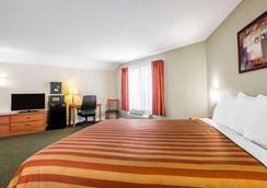 Rodeway Inn San Clemente Beach - San Clemente - Bedroom