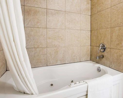 Rodeway Inn - 聖克里門提 - 聖克萊門特 - 浴室