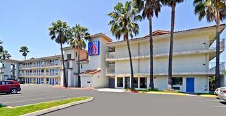 Motel 6 Fairfield - Napa Valley - Фэрфилд - Здание