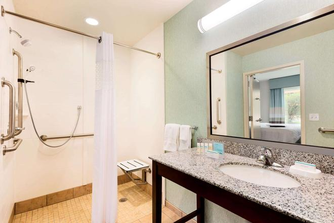 Hampton Inn & Suites Wilmington Christiana - Newark - Phòng tắm