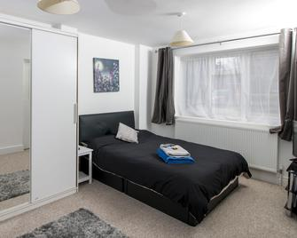 Lovely Rooms in a Quiet Place of Woking - Woking - Bedroom