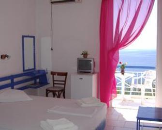Kavos Bay Seafront Hotel - Agia Marina - Bedroom