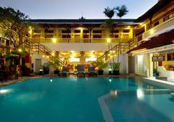 Rosani Hotel - Kuta - Uima-allas