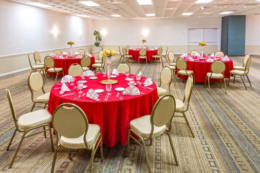 Ramada by Wyndham Kissimmee Gateway - Kissimmee - Banquet hall