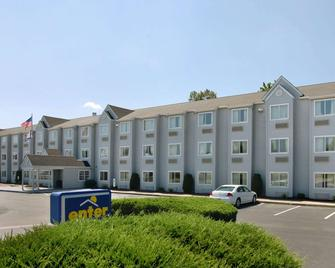 Microtel Inn & Suites by Wyndham Charleston WV - Charleston - Gebouw
