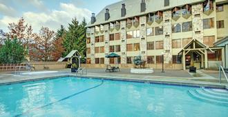 Mountainside Lodge - Whistler - Bể bơi