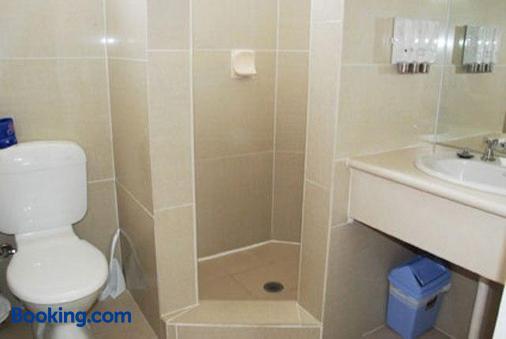 紅雪松汽車旅館 - 沃森 - 堪培拉 - 浴室