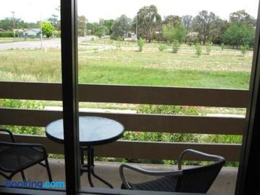 Red Cedars Motel - Canberra - Balcony