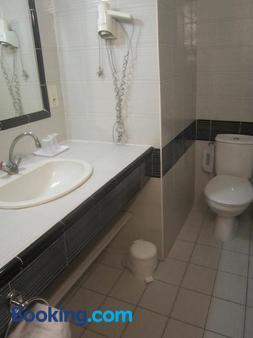 La Taverne - Uzès - Bathroom