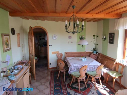 Haus Sundl - Privatzimmer - Emmersdorf - Dining room