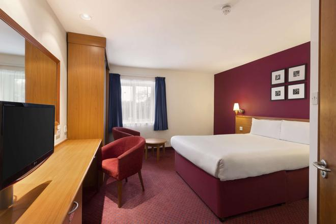 Days Inn by Wyndham Peterborough - Peterborough - Bedroom
