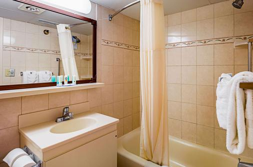Quality Inn Oceanfront - Ocean City - Bathroom