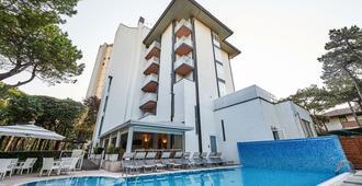 Hotel Bella Venezia Mare - Lignano Sabbiadoro - Bygning