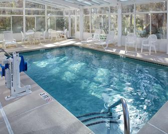 Country Inn & Suites by Radisson Columbia Airport - Cayce - Басейн