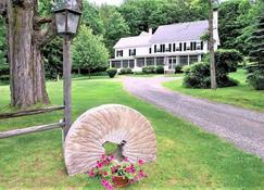 Inn on Golden Pond - Holderness - Outdoors view