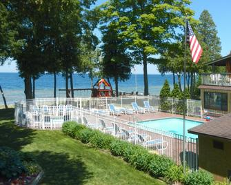 The Shallows Resort - Egg Harbor - Pool
