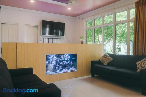Azoush Tourist Guesthouse - Fulhadoo - Living room
