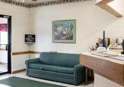 Rodeway Inn - Wahpeton - Lobby