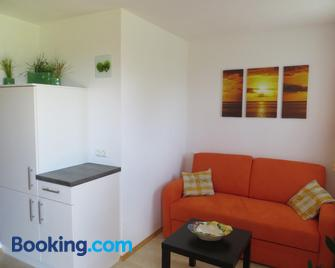 Ferienwohnung Brigitte Perner - Nussdorf am Attersee - Living room