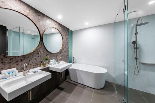 Vibe Hotel Canberra - Canberra - Bathroom