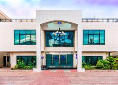 Protea Hotel by Marriott Lagos Kuramo Waters - Lagos - Building