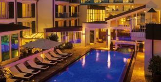 Lifestyle Resort Zum Kurfürsten - Бернкастель-Кюс - Бассейн