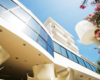 Hotel Tiffany & Resort - Cesenatico - Building