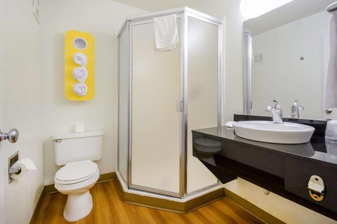 Motel 6 Kelso - Mt St Helens - Kelso - Bathroom